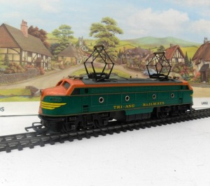http://www.Triangtrains.co.uk Triang R257 Transcontinental Twin Pantograph Locomotive